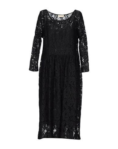 Фото - Платье длиной 3/4 от MOMONÍ черного цвета