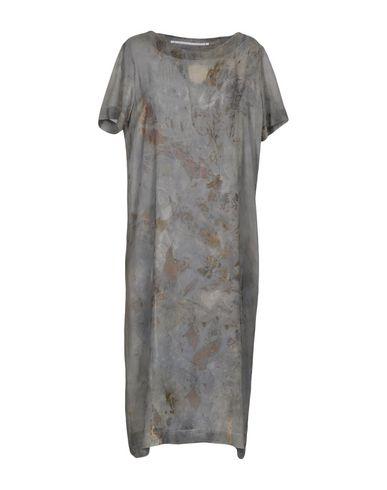 Фото - Платье длиной 3/4 от MAISON LAVINIATURRA свинцово-серого цвета