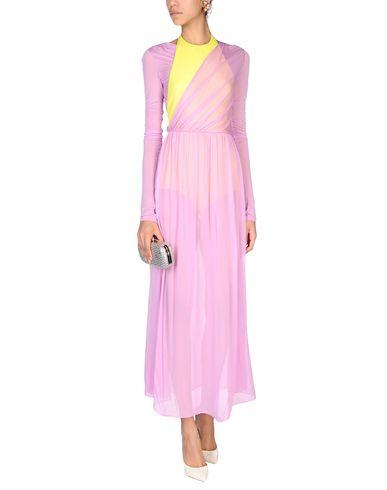 Фото 2 - Женское длинное платье  светло-фиолетового цвета