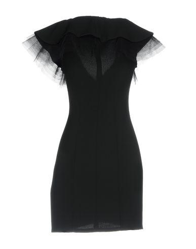Фото 2 - Женское короткое платье LUCILLE черного цвета