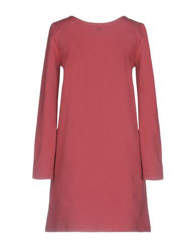 Фото 2 - Женское короткое платье DOUUOD цвет пурпурный