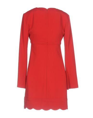 Фото 2 - Женское короткое платье A.L.C. красного цвета