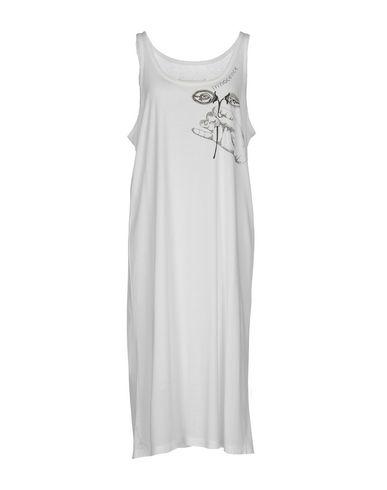 Фото - Платье до колена белого цвета