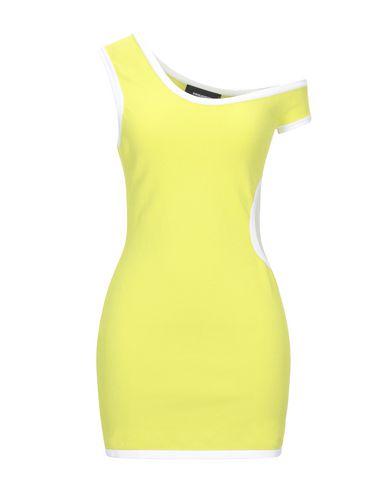 Фото - Женское короткое платье  кислотно-зеленого цвета