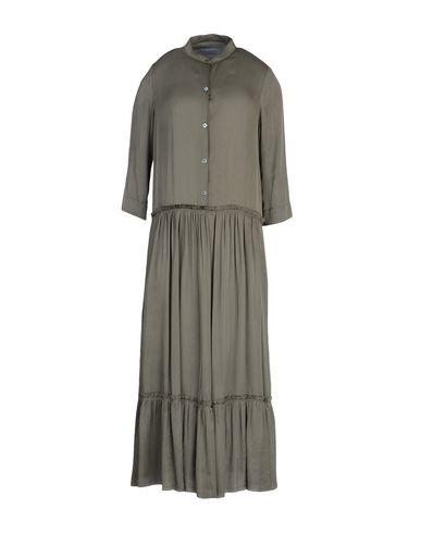 Фото - Платье длиной 3/4 темно-зеленого цвета