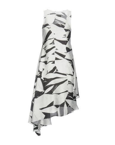 Фото 2 - Платье длиной 3/4 белого цвета