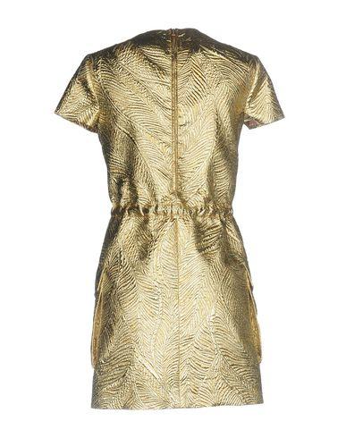 Фото 2 - Женское короткое платье  золотистого цвета