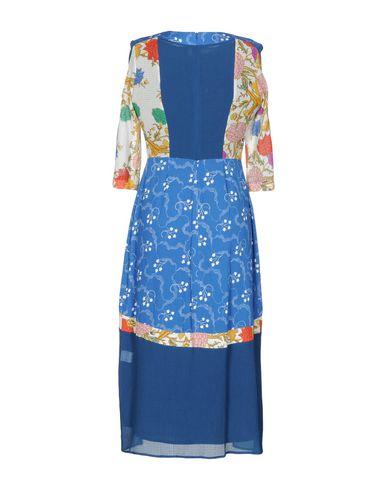 Фото 2 - Платье длиной 3/4 от RARY синего цвета