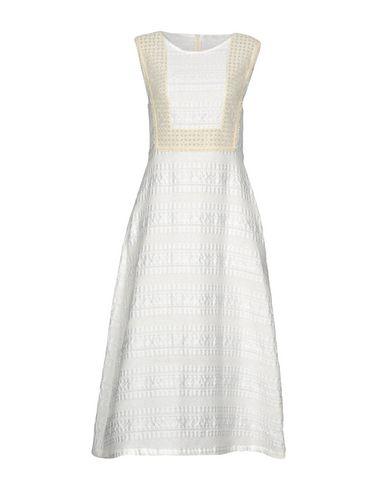 Фото - Платье длиной 3/4 от RARY белого цвета