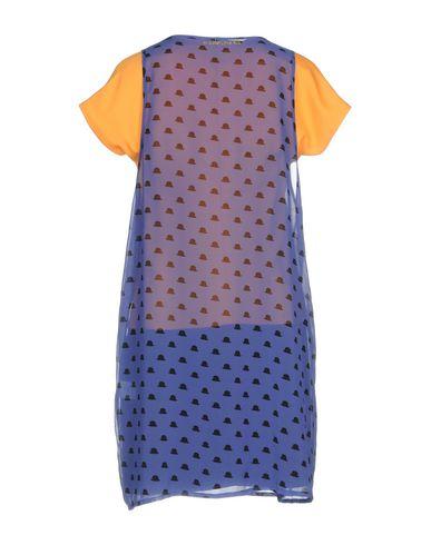 Фото 2 - Женское короткое платье  цвет охра