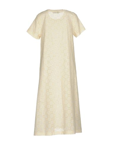 Фото 2 - Платье длиной 3/4 от WEILI ZHENG бежевого цвета