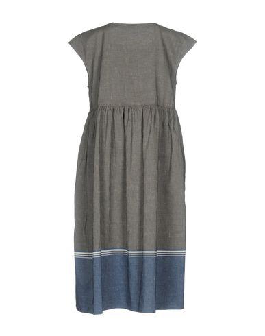 Фото 2 - Платье до колена серого цвета