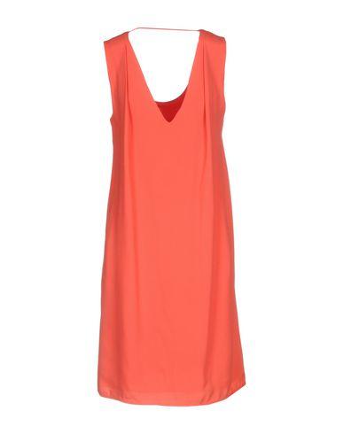 Фото 2 - Женское короткое платье  кораллового цвета