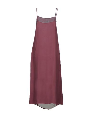 Фото 2 - Женское длинное платье MAISON LAVINIATURRA розовато-лилового цвета