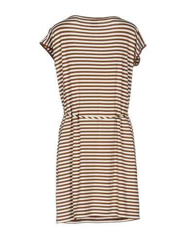 Фото 2 - Женское короткое платье  темно-коричневого цвета