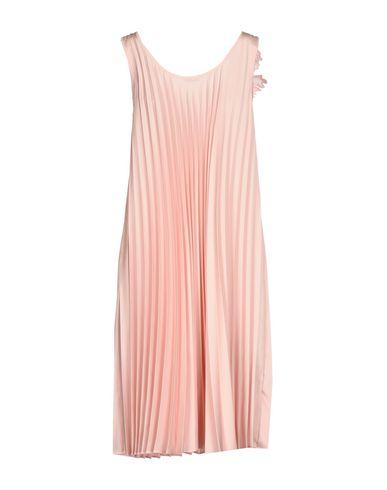 Фото 2 - Платье до колена от P.A.R.O.S.H. розового цвета