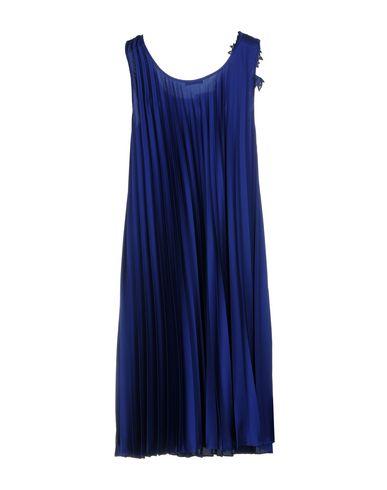 Фото 2 - Платье до колена от P.A.R.O.S.H. ярко-синего цвета