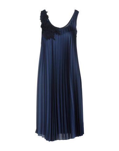 Фото - Платье до колена от P.A.R.O.S.H. темно-синего цвета