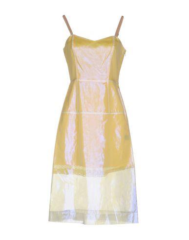 Фото - Платье до колена светло-желтого цвета