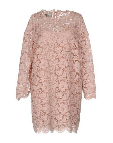 Фото - Женское короткое платье  розового цвета