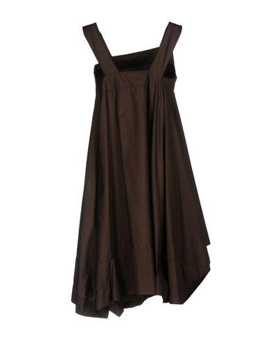 Фото 2 - Женское короткое платье VIRNA DRÒ® темно-коричневого цвета