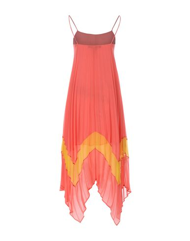 Фото 2 - Платье до колена кораллового цвета