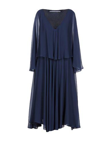 Фото - Платье длиной 3/4 от MAISON LAVINIATURRA темно-синего цвета