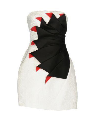 Фото - Женское короткое платье CAPUCCI белого цвета