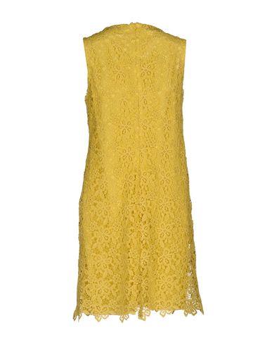 Фото 2 - Женское короткое платье ERMANNO DI ERMANNO SCERVINO желтого цвета