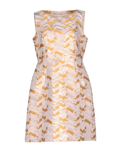 Фото - Женское короткое платье  светло-розового цвета