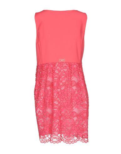 Фото 2 - Женское короткое платье VDP COLLECTION цвета фуксия