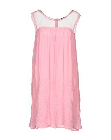 Фото - Женское короткое платье TWINSET розового цвета