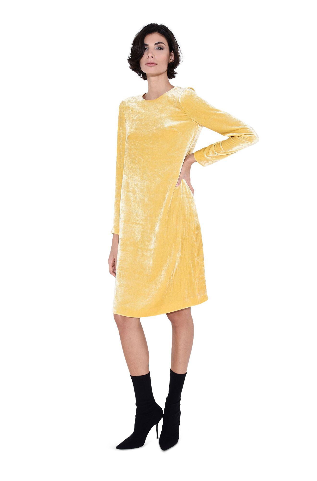 Kleid mit geometrischem Schnitt