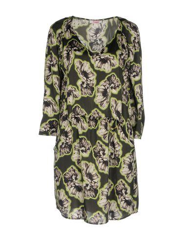 Фото - Женское короткое платье  темно-зеленого цвета