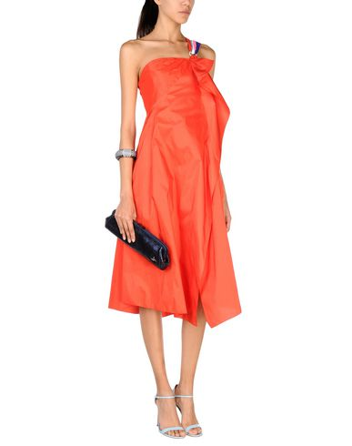 Фото 2 - Платье длиной 3/4 красного цвета