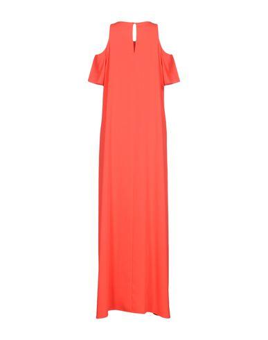 Фото 2 - Женское длинное платье P.A.R.O.S.H. красного цвета
