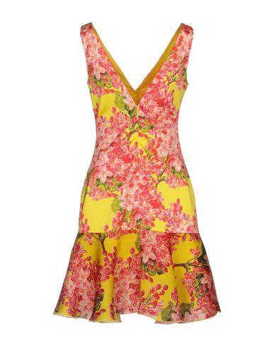Фото 2 - Женское короткое платье LEITMOTIV желтого цвета