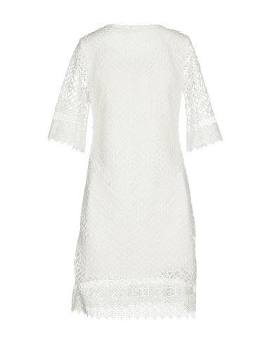 Фото 2 - Женское короткое платье DARLING London белого цвета