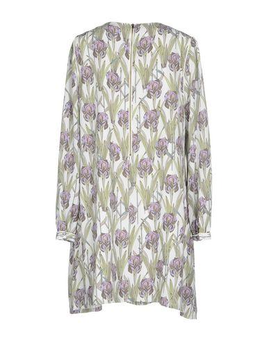Фото 2 - Женское короткое платье DARLING London фиолетового цвета