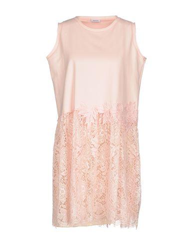 Фото - Женское короткое платье P.A.R.O.S.H. розового цвета