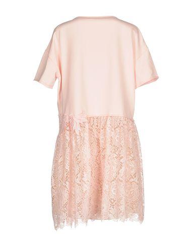 Фото 2 - Женское короткое платье P.A.R.O.S.H. розового цвета