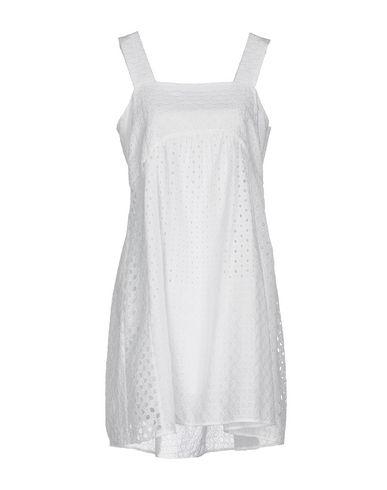 Фото - Женское короткое платье P.A.R.O.S.H. белого цвета