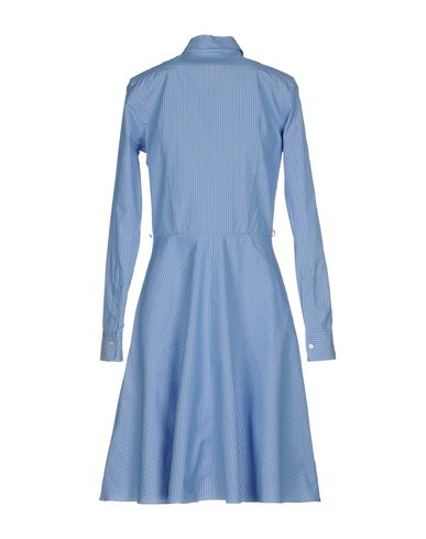Фото 2 - Платье до колена небесно-голубого цвета