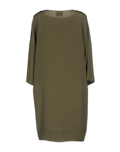 Фото 2 - Женское короткое платье GOTHA цвет зеленый-милитари