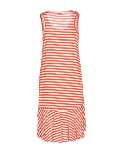 Фото 2 - Платье до колена от BERNA красного цвета
