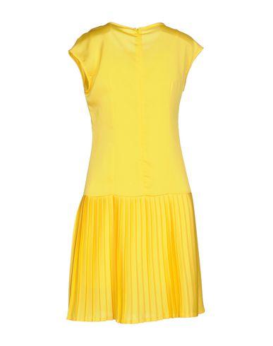 Фото 2 - Женское короткое платье BERNA желтого цвета