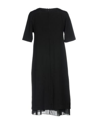 Фото 2 - Женское короткое платье ALPHA STUDIO черного цвета