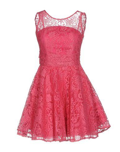 Фото - Женское короткое платье NO SECRETS цвета фуксия