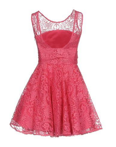 Фото 2 - Женское короткое платье NO SECRETS цвета фуксия