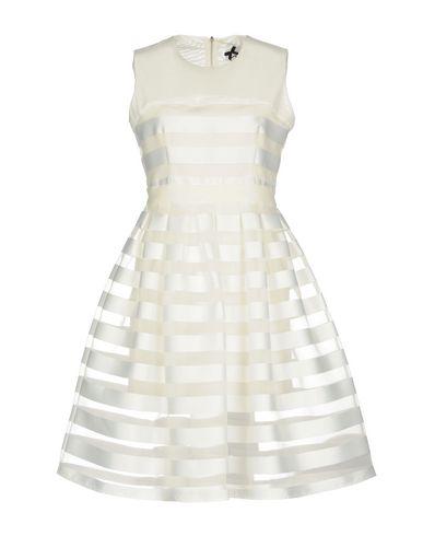 Фото - Женское короткое платье NO SECRETS белого цвета